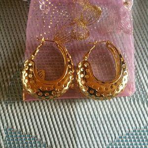 Popping hoop earrings